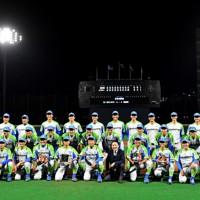 【鷺宮製作所-セガサミー】東京都第3代表で本大会出場を決めたセガサミーの選手たち=東京・大田スタジアムで2020年10月7日、西夏生撮影