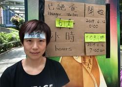 香港政府庁舎のそばでハンガーストライキをしていた頃の黎明さん=2019年6月14日、福岡静哉撮影