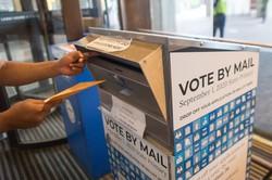 一部の州予備選では郵便投票を実施(Bloomberg)