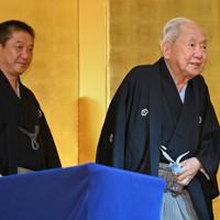 五代目三遊亭金馬さん(左)と三遊亭金翁さん=東京都台東区で2020年8月27日、宮間俊樹撮影