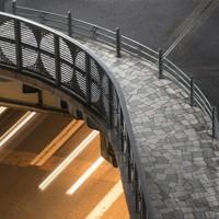 ゆるやかな曲線を描くデザインが印象的だ=東京都中央区で2020年9月30日、尾籠章裕撮影