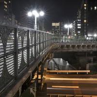 三島由起夫の小説にも登場した三吉橋=東京都中央区で2020年9月30日、尾籠章裕撮影