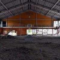 2019年の台風19号で半壊した津野地区の体育館=長野市津野地区で2020年10月7日午後1時41分、滝川大貴撮影