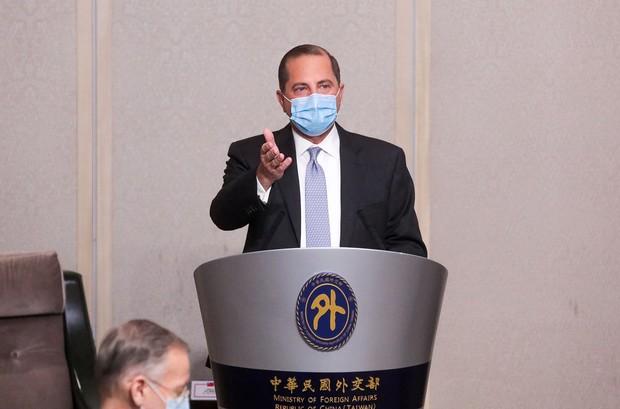 アザー米厚生長官の訪台に合わせ、中国軍は威嚇行為を行った(Bloomberg)