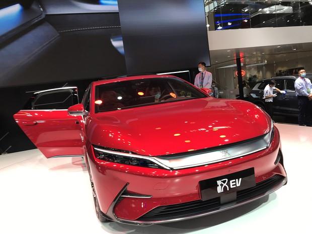 安全面に配慮したブレードバッテリーを掲載したBYDの漢EV(2020年9月の北京モーターショー)