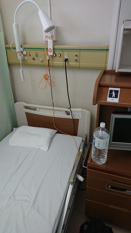 硝子体手術の後、経過観察のため3日間入院した。病室は、名古屋の病院から転院してきた3年前と同じ。看護師さんから「倉岡さん、前にいらっしゃいましたよね」と声をかけられ、思わず苦笑いした=2020年7月3日