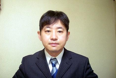 篠田航一記者