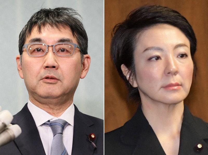 河井克行元法相(左)と案里参院議員