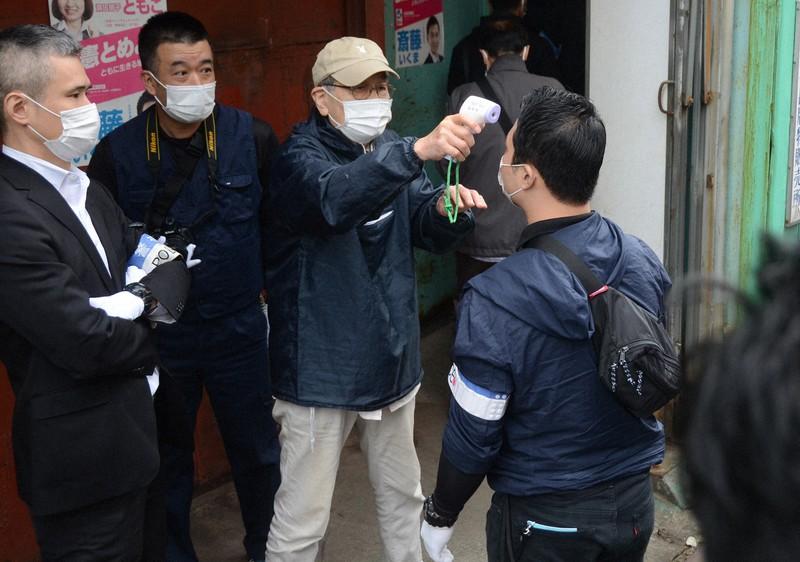 中核派拠点を警視庁が家宅捜索 関係者が立ち入りの捜査員を検温   毎日新聞