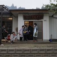 ボランティアの支援で修復された五福谷地区の集会所=宮城県丸森町で2020年10月11日、和田大典撮影