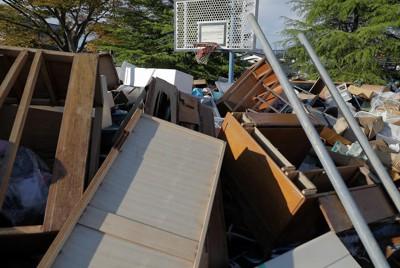 台風19号で災害廃棄物の置き場となった公園=福島県いわき市で2019年19月26日、和田大典撮影