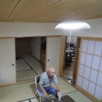 7月ごろに屋根や壁、床などの修理が完了した根本徳一さん(79)。「ようやく落ち着いたが、近所でも家屋解体が進み、住む人が少なくなってしまった」=福島県いわき市で2020年10月7日、和田大典撮影