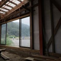 ボランティアの支援などで土砂が除かれた後、修理された作業場=宮城県丸森町で2020年10月11日、和田大典撮影