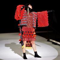 第38回毎日ファッション大賞鯨岡阿美子賞を受賞した「ファッション甲子園実行委員会」。2019年のファッション甲子園の優勝作品は岡山県立岡山南高等学校の「UNIT」=同会提供