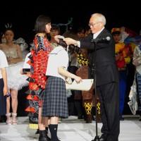 第38回毎日ファッション大賞鯨岡阿美子賞を受賞した「ファッション甲子園実行委員会」が運営する2019年のファッション甲子園表彰式=同会提供