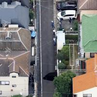 陥没した道路=東京都調布市で2020年10月18日午後2時38分、本社ヘリから玉城達郎撮影