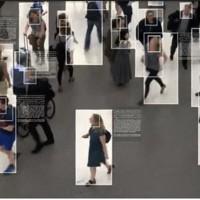 カメラを通して人との距離やマスク着用の有無を検知する日立製作所のシステムのイメージ映像=同社提供