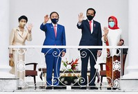 In this photo released by Indonesian Presidential Palace, Japanese Prime Minister Yoshihide Suga, second left, Indonesian President Joko Widodo, second right, Suga's wife Mariko, left, and Widodo's wife Iriana wave during their meeting at the Presidential Palace in Bogor West Java, Indonesia, on Oct 20, 2020. (Laily Rachev/Indonesian Presidential Palace via AP)