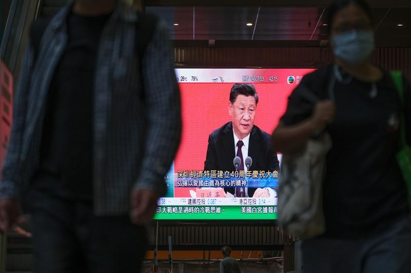 深圳経済特区設立40周年の記念行事で演説した習近平国家主席。足元には不満も(Bloomberg)