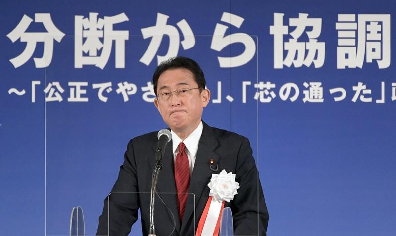 宏池会のパーティーであいさつする岸田文雄前政調会長。「お公家集団」から脱却できるか(東京都内のホテルで10月5日)