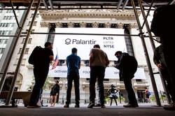 若者を中心に「ロビンフッダ―」と呼ばれる超短期志向の投資家が急増 (Bloomberg)