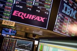 サイバー攻撃を受けた米エクイファクス社の株価は暴落した (Bloomberg)
