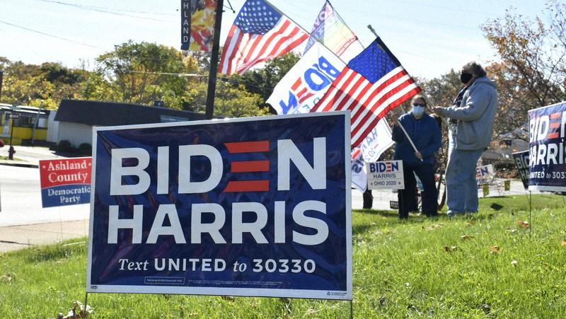 米大統領選でバイデン氏支持の市民たち=米中西部オハイオ州アシュランドで10月17日、國枝すみれ撮影
