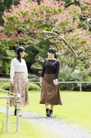 Princess Mako, right, and her younger sister Princess Kako take a stroll in the Akasaka Estate in Tokyo's Minato Ward, on Oct. 6, 2020. (Photo courtesy of the Imperial Household Agency)