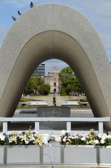 This file photo shows the Hiroshima Peace Memorial Park cenotaph commemorating A-bomb victims, with the Atomic Bomb Dome seen in the background. (Mainichi/Yasunori Sato)