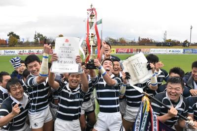 歓喜に沸く盛岡工の選手たち=盛岡市のいわぎんスタジアムで2020年10月24日、山田豊撮影