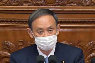 衆院本会議で所信表明演説する菅義偉首相=国会内で2020年10月26日午後2時21分、竹内幹撮影