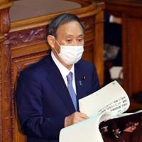 参院本会議で所信表明演説をする菅義偉首相=国会内で2020年10月26日午後3時12分、幾島健太郎撮影