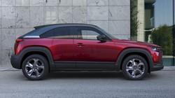 マツダが日本でハイブリッド車として発売した「MX-30」は欧州ではEVだ=同社提供