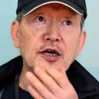 インタビューに答える作家の辺見庸さん=東京都内で2020年10月5日、幾島健太郎撮影