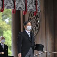 創建100年となる明治神宮を参拝された天皇陛下=東京都渋谷区で2020年10月28日午前9時51分、手塚耕一郎撮影
