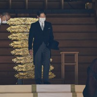 創建100年となる明治神宮を参拝された天皇陛下=東京都渋谷区で2020年10月28日午前9時48分(代表撮影)