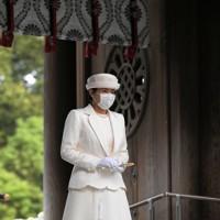 創建100年となる明治神宮を参拝された皇后雅子さま=東京都渋谷区で2020年10月28日午前10時14分、手塚耕一郎撮影