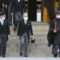 創建100年となる明治神宮を参拝された上皇さま=東京都渋谷区で2020年10月28日午前11時半、手塚耕一郎撮影