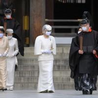 創建100年となる明治神宮を参拝された上皇后美智子さま=東京都渋谷区で2020年10月28日午前11時49分、手塚耕一郎撮影