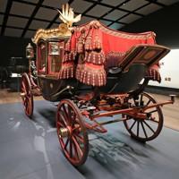 明治神宮ミュージアムで展示されている「六頭曳儀装車」=東京都渋谷区で2020年10月28日午後0時46分(代表撮影)