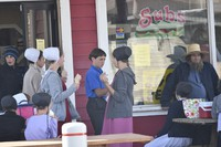 Amish children are seen eating ice cream outside a pizza restaurant, in Fredericksburg, Ohio, on Oct. 16, 2020. (Mainichi/Sumire Kunieda)