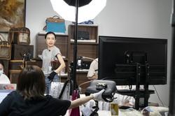ネットで商品の実況販売をする「ライブコマース」が伸びている(Bloomberg)