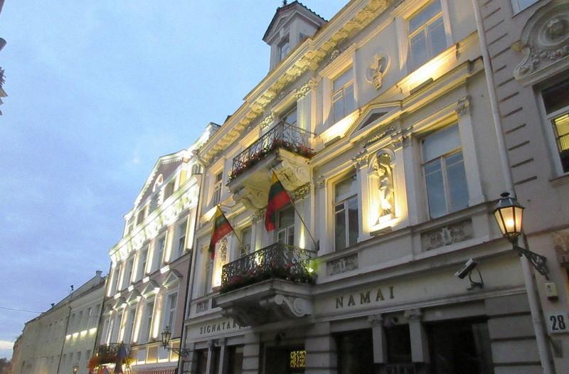 ビリニュス旧市街はグラマラスなデザインの建物で埋め尽くされている(写真は筆者撮影)