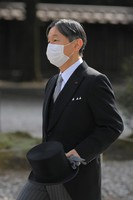 Emperor Naruhito arrives to pay his respects at Meiji Jingu shrine on the 100th anniversary since its founding, in Tokyo's Shibuya Ward on the morning of Oct. 28, 2020. (Mainichi/Koichiro Tezuka)