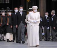 Empress Masako pays her respects at Meiji Jingu shrine on the 100th anniversary since its founding, in Tokyo's Shibuya Ward on the morning of Oct. 28, 2020. (Mainichi/Koichiro Tezuka)
