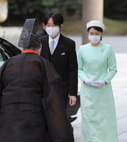 Crown Prince Fumihito and Crown Princess Kiko arrive to pay their respects at Meiji Jingu shrine on the 100th anniversary since its founding, in Tokyo's Shibuya Ward on the afternoon of Oct. 28, 2020. (Mainichi/Koichiro Tezuka)