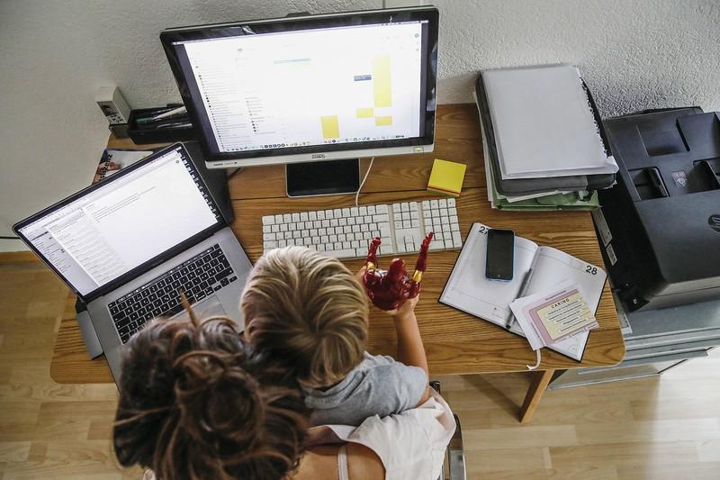 働き方も大きく変化 (Bloomberg)