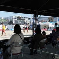今シーズン初のビーチバレーの大会が開かれたタチヒビーチ=東京都立川市で2020年10月31日、吉田航太撮影