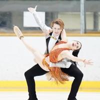 【西日本フィギュアスケート選手権第2日】アイスダンスRD、息の合った演技を見せる小松原美里・ティム・コレト組=京都アクアリーナで2020年10月31日(代表撮影)