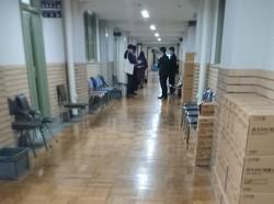 10月下旬になっても主計局前の廊下にはヒアリングで呼び出された他省庁職員の姿が絶えない=東京都千代田区の財務省で2020年10月26日午前10時45分、和田憲二撮影